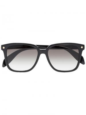 Солнцезащитные очки в D-образной оправе Alexander Mcqueen Eyewear. Цвет: черный