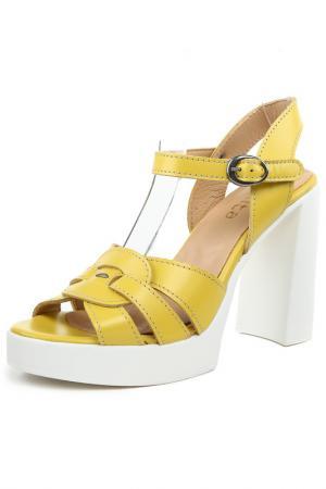 Туфли BENTA. Цвет: желтый