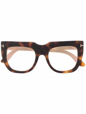 Солнцезащитные очки a в оправе черепаховой расцветки TOM FORD Eyewear. Цвет: коричневый