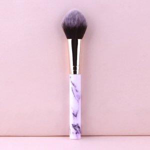 1шт Кисть для румян с мраморным узором ручка SHEIN. Цвет: многоцветный