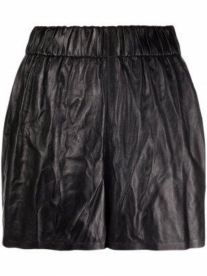Кожаные шорты с жатым эффектом Manokhi. Цвет: черный