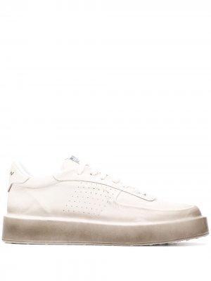 Кроссовки на шнуровке MISBHV. Цвет: белый
