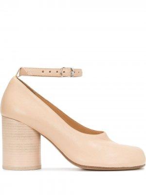 Туфли Tabi на блочном каблуке Maison Margiela. Цвет: нейтральные цвета