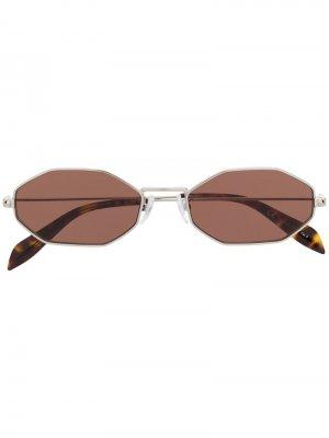 Солнцезащитные очки в восьмиугольной оправе Alexander McQueen Eyewear. Цвет: серебристый