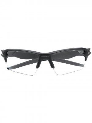 Солнцезащитные очки в футуристичном стиле Oakley. Цвет: черный