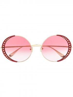 Солнцезащитные очки в круглой оправе с заклепками Alexander McQueen Eyewear. Цвет: золотистый