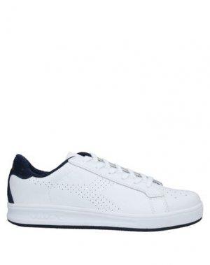 Низкие кеды и кроссовки DIADORA. Цвет: белый
