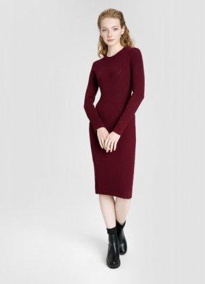 Вязаное платье миди в рубчик O`Stin. Цвет: винный