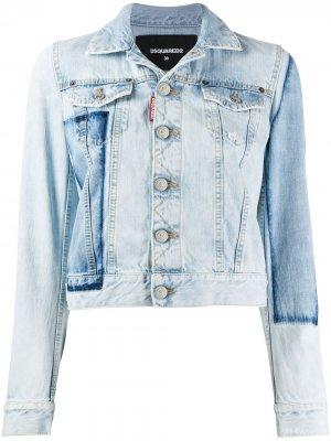 Укороченная джинсовая куртка с нашивками Dsquared2. Цвет: синий