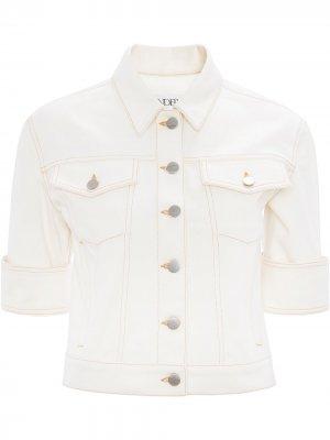 Укороченная джинсовая куртка JW Anderson. Цвет: белый