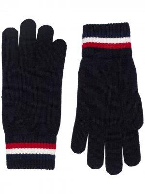 Перчатки с нашивкой-логотипом Moncler. Цвет: синий
