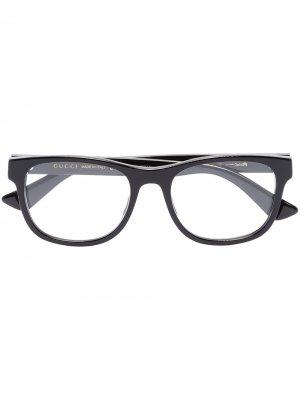 Очки в прямоугольной оправе Gucci Eyewear. Цвет: черный