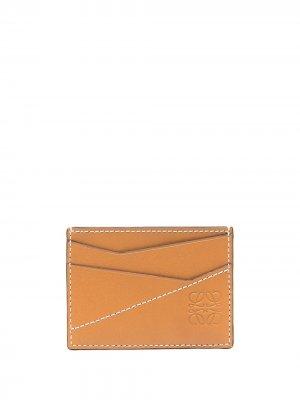 Картхолдер с контрастной строчкой и тисненым логотипом LOEWE. Цвет: коричневый
