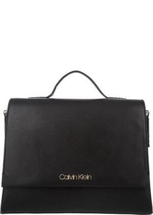 Сумка черного цвета с откидным клапаном Calvin Klein Jeans. Цвет: черный