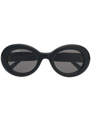 Солнцезащитные очки BB0074S в овальной оправе Balenciaga Eyewear. Цвет: черный