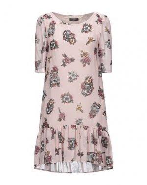 Короткое платье SOALLURE. Цвет: светло-розовый