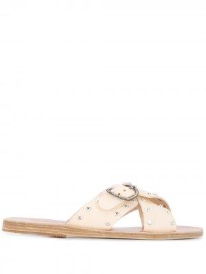 Сандалии Pella с заклепками Ancient Greek Sandals. Цвет: нейтральные цвета