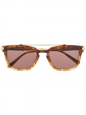 Солнцезащитные очки в овальной оправе черепаховой расцветки Brioni. Цвет: нейтральные цвета
