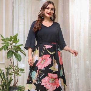 Размера плюс Платье А-силуэта большой с цветочным принтом поясом SHEIN. Цвет: многоцветный