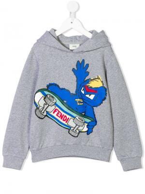 Толстовка с капюшоном и принтом скейтбордиста логотипом Fendi Kids. Цвет: серый
