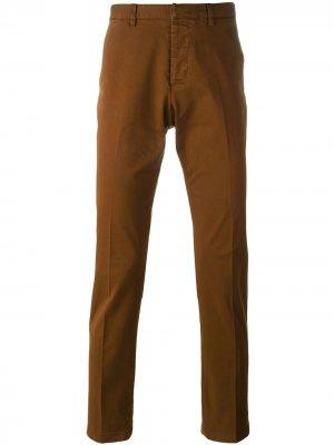 Классические брюки чинос AMI Paris. Цвет: коричневый