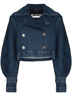 Укороченная джинсовая куртка с оборками ROTATE. Цвет: синий