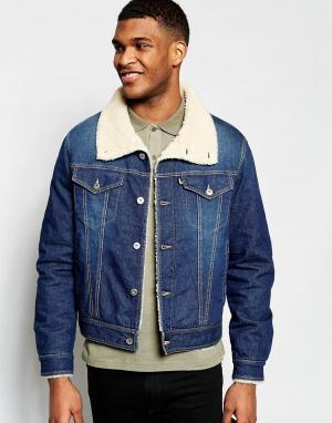 Джинсовая куртка с меховым воротником Love Moschino. Цвет: синий